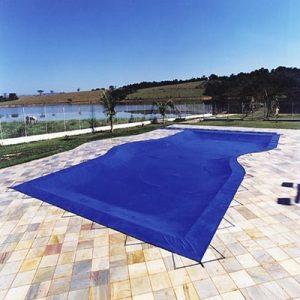 Capa de proteção para piscinas