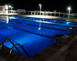 Iluminação tradicional de piscinas