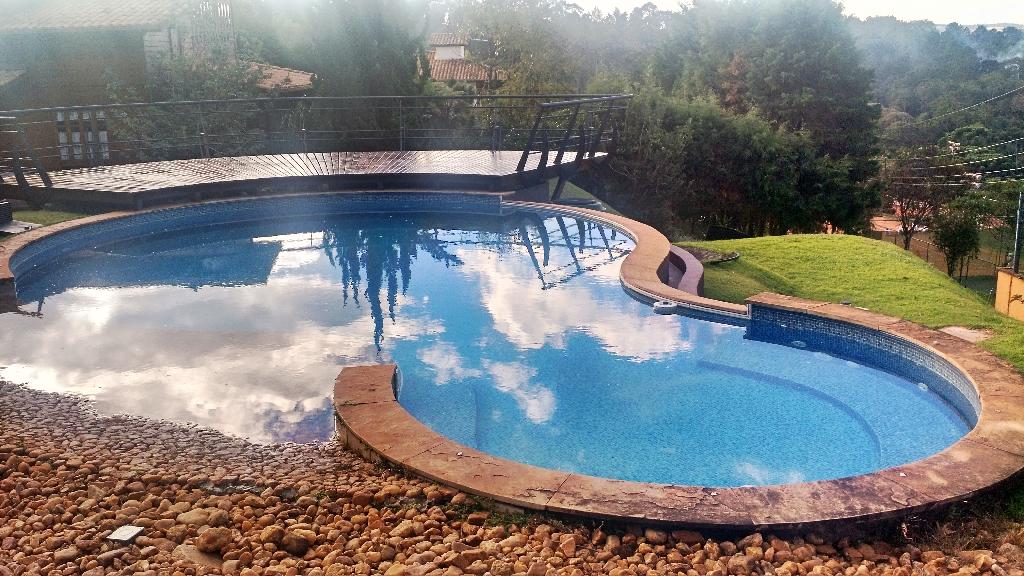 Hebert - Itabirito (Construção de piscina decorativa em pedras com borda infinita)