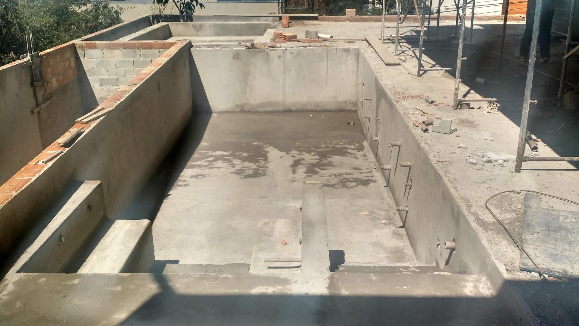 Construção de piscina em alvenaria - pastilha