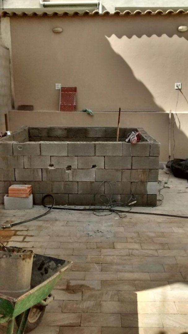 Construção de spa com deck de madeira - Pedro, Barreiro