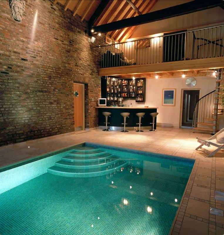 A piscina dentro de casa - Brasil Piscinas