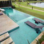 A piscina de concreto armado custa mais caro por quê?