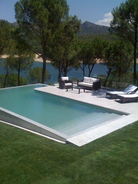 Piscina com borda infinita 4 brasil piscinas for Piscinas chicas modernas