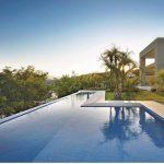 Os desafios da construção de uma piscina com borda infinita
