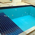 Opções para revestir uma piscina de concreto armado: azulejos