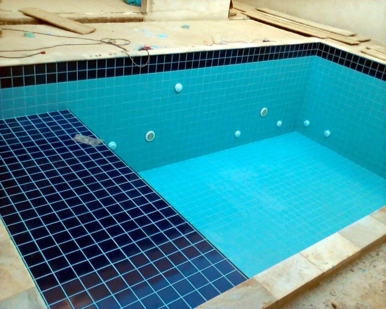 Op es para revestir uma piscina de concreto armado azulejos for Filtros para piscinas