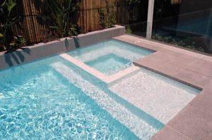 Qual o custo de uma piscina de azulejo