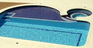 Quanto custa uma piscina de azulejo