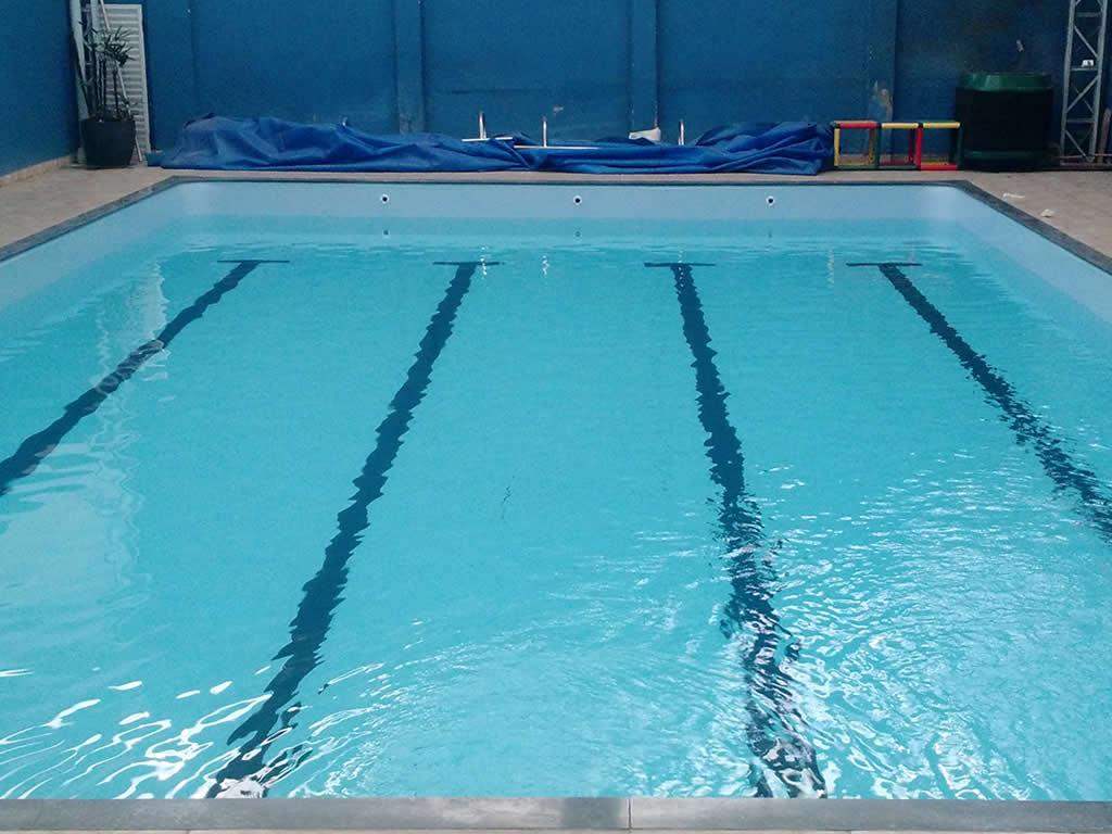 Reforma e troca de vinil da piscina da Academia Nazaré