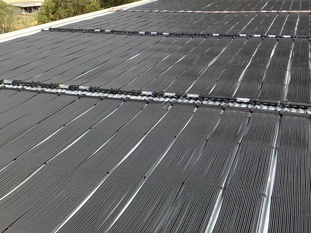 O que compõe um sistema de aquecimento solar de piscinas