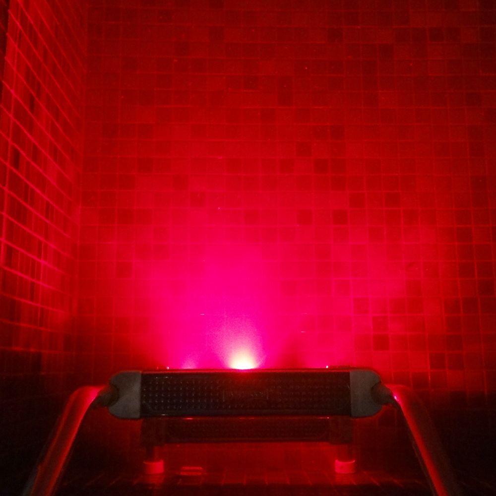 Piscina com escada de LED