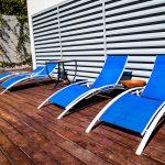 Os móveis da piscina