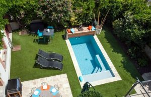O local da piscina e o sol