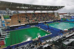 Piscina verde na Olimpíada do Rio 2016