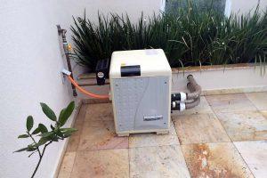 aquecedor a gas para piscina 300x200 - Piscinas ideais para um aquecedor a gás - Veja onde ele realmente cai bem!