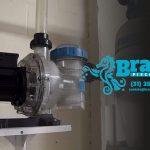 Instalação hidráulica da bomba d'água da piscina