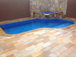 pedra sao tome para piscinas 300x225 - Pedras para o entorno da piscina