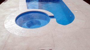 piso antiderrapante para piscina 300x169 - Pedras para o entorno da piscina