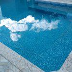 Pedra para a borda da piscina