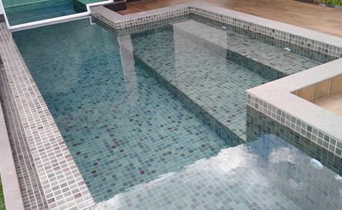 Saiba mais sobre a construção de piscinas de alvenaria