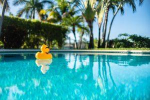 Quem tem piscina em casa nunca usa