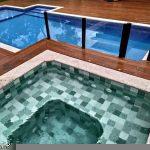 Diferenças entre piscinas de fibra, vinil, alvenaria e concreto armado