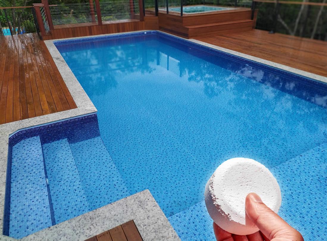 Pastilha de cloro na piscina de vinil