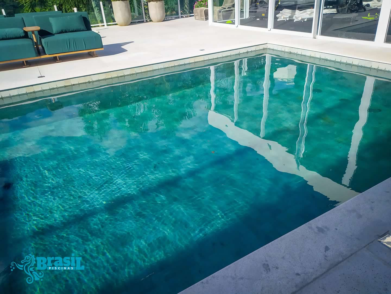 Construção da piscina de concreto armado do Luan do Atlético Mineiro