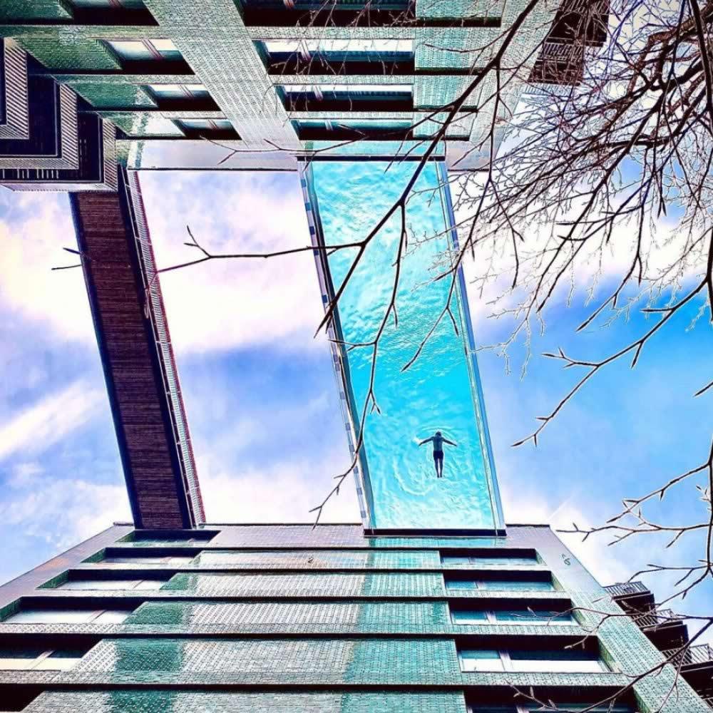Piscina de vidro entre dois prédios em Londres