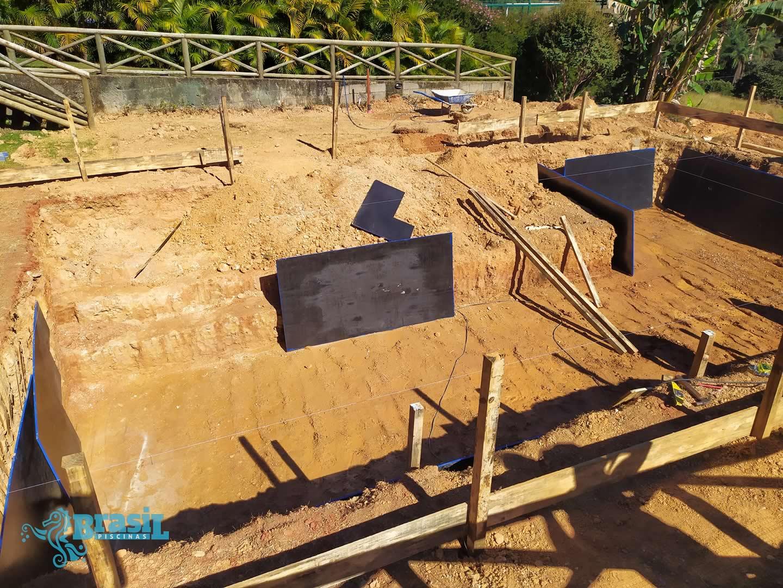 Piscina de concreto armado do Marcos - Cond. Serra Morena