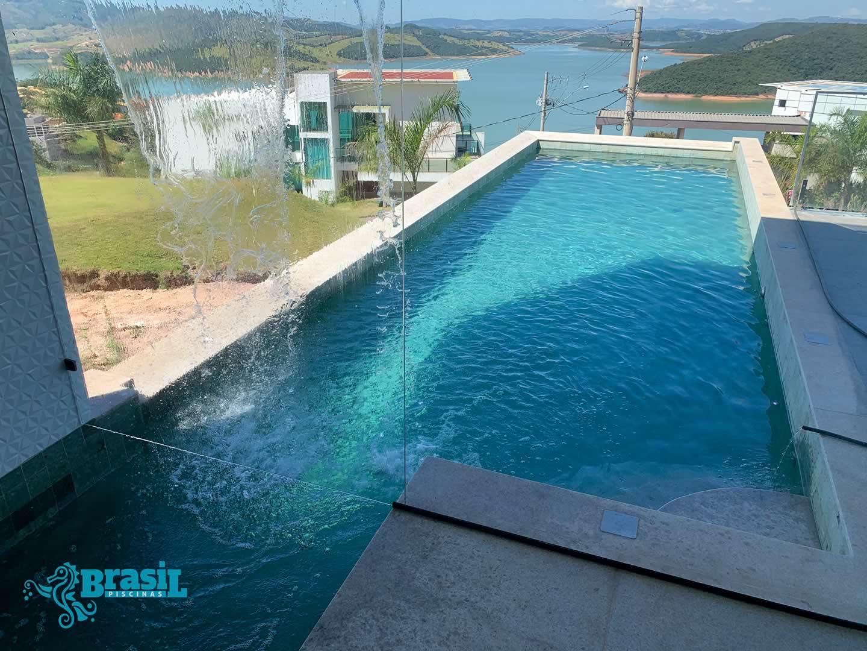 Construção da piscina de alvenaria do Leonardo – Escarpas do Lago